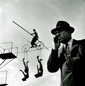 Stanley Kubrick, How the Circus gets set – Balancing act with  trapeze artists, 1948